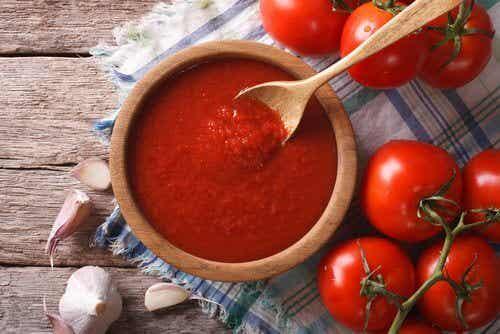 Hjemmelavet tomatsauce med antioxidanter og anticancer egenskaber