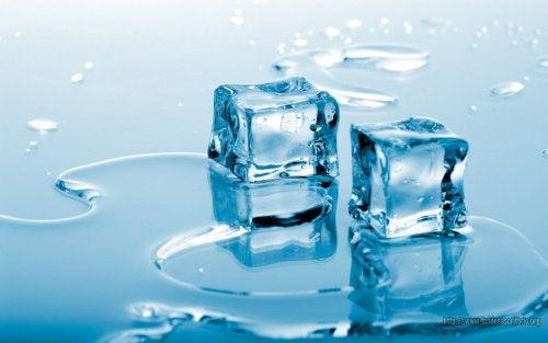 Kolde kompressioner kan lindre nældefeber.