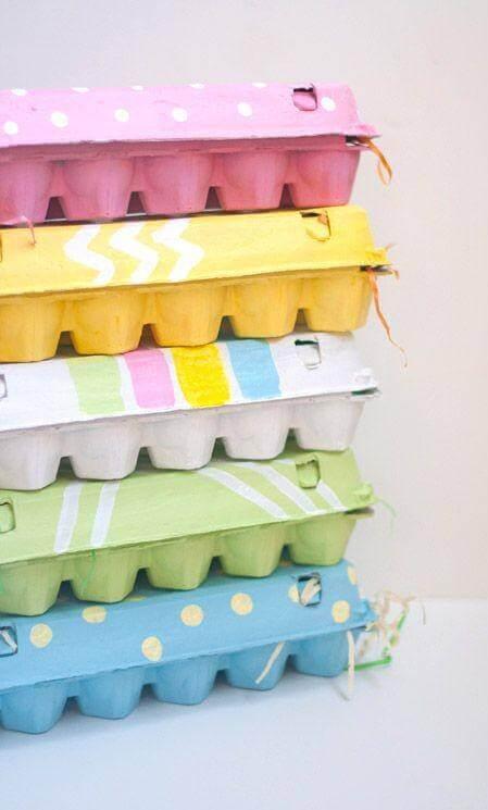 Æggebakker er blevet stablet