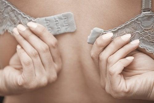 Fordele og ulemper bh: Det kan gøre ondt at dyrke motion uden bh.
