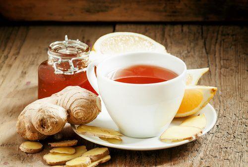 Prøv denne te mod hævede knæ.