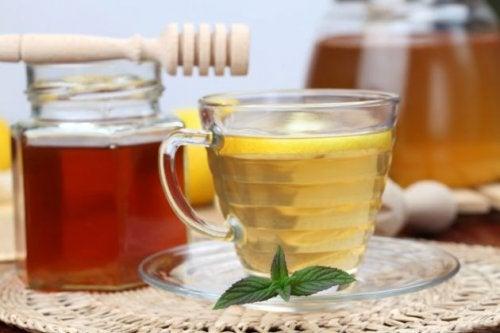 Drik med honning er et gammel hjemmemiddel mod søvnløshed