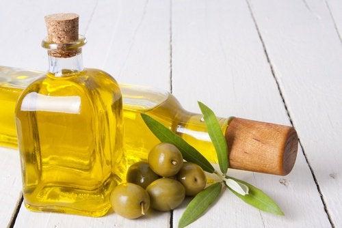 Olivenolie er godt for både kroppen og håret.