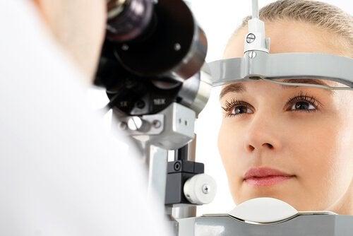 Synsproblemer kan være tegn på multipel sklerose.