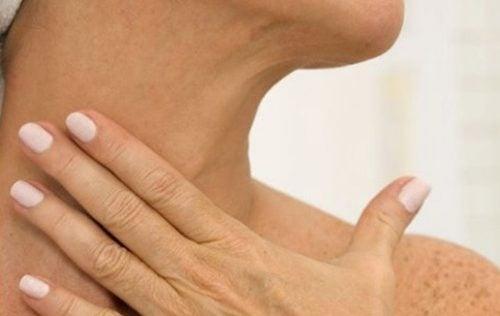 5 naturlige midler til at slippe af med rynker på din hals