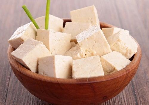 En skaal med tofu.