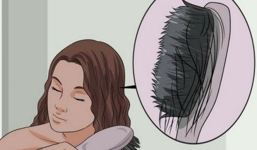 Opdag årsagerne til hårtab, og lær om fødevarer, der kan forebygge det