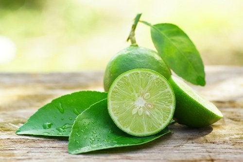 Behandl hævet tandkød med citron.