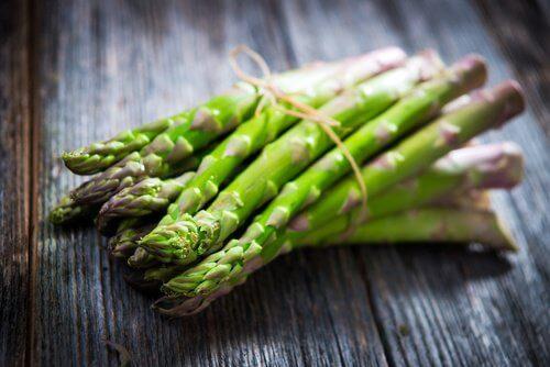Rigeligt med fiber hjælper dig med at tabe mavefedt.