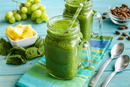Grøn smoothie der giver en slank talje.