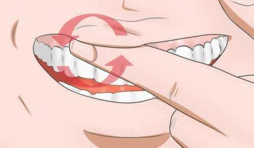 Bekæmp hævet tandkød med disse 8 hjemmemidler