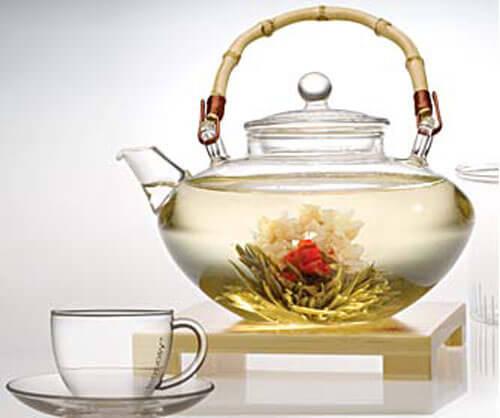 Kande med hvid te