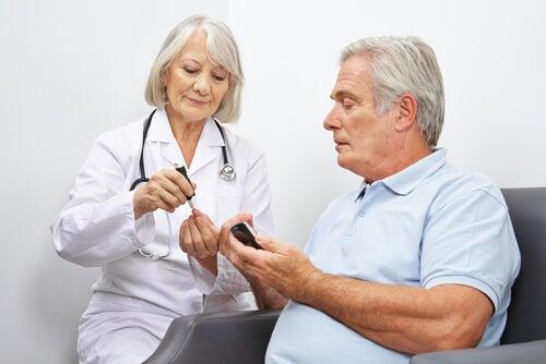 Mand får tjekket advarselstegn på diabetes