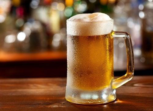 Lider du af gigt? Undgå øl.