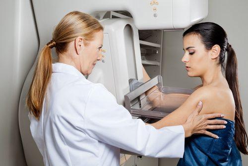 Kvinde der er hos laegen - ny kraeftmedicin