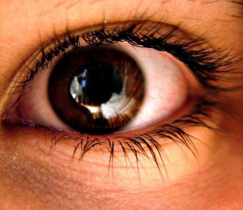 Udvidede pupiller er et af de ukendte måder angst påvirker din krop.