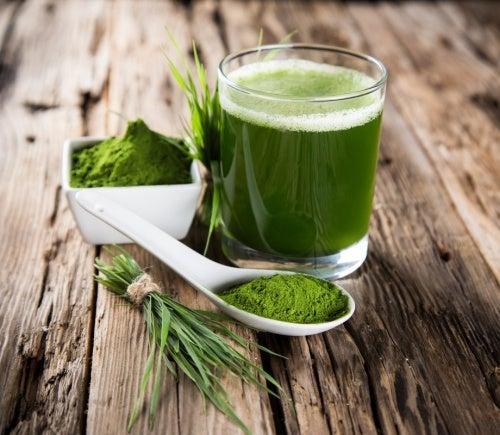 Grønt vand til at afgifte kroppen.