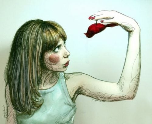 Kvinde der holder en fugl