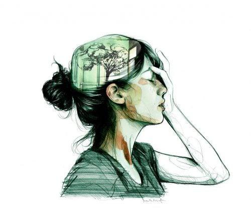 Kvinde holder sig til hovedet.