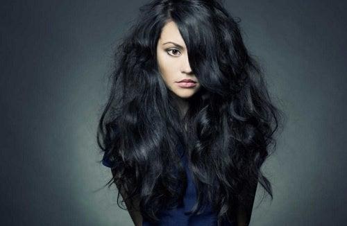 Kvinde med langt hår