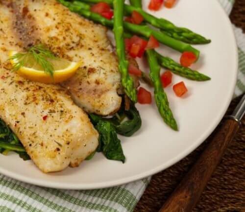 Fisk og asparges