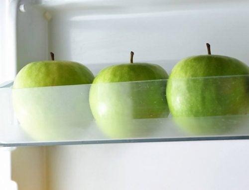 Tre aebler i koeleren - mad frisk