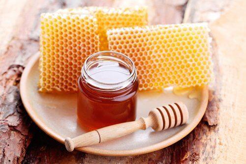 Honning til at behandle indgroede negle