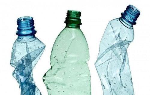 12 sjove måder til at genanvende plastik flasker