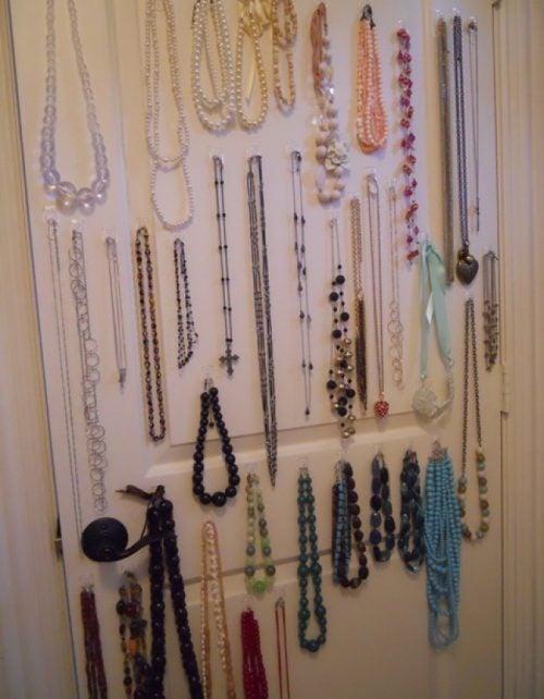Smykker på væggen