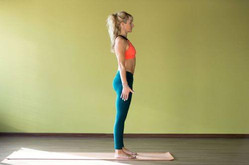 Kvinde på yoga måtte