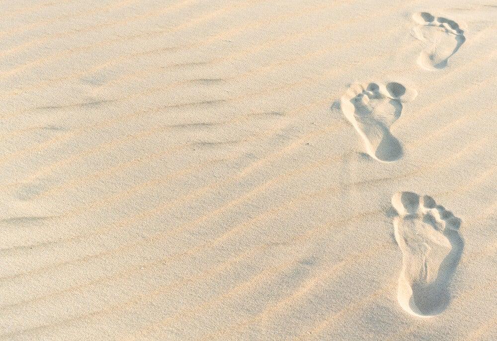 På gåtur i sandet
