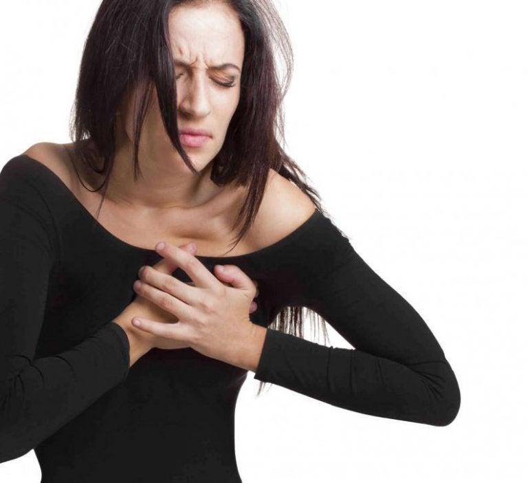 Ung kvinde med brystsmerter