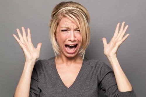 Kvinde går i panik over ikke at have lyst til ham, hun er i et forhold med