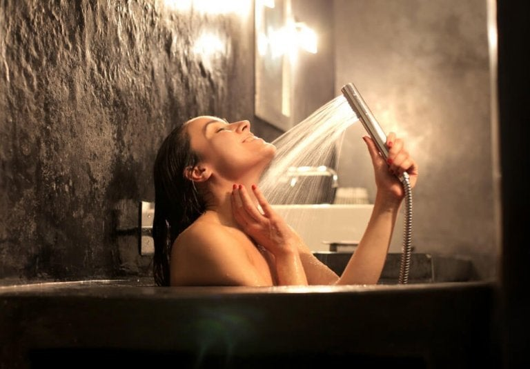 Kvinde der er i bad
