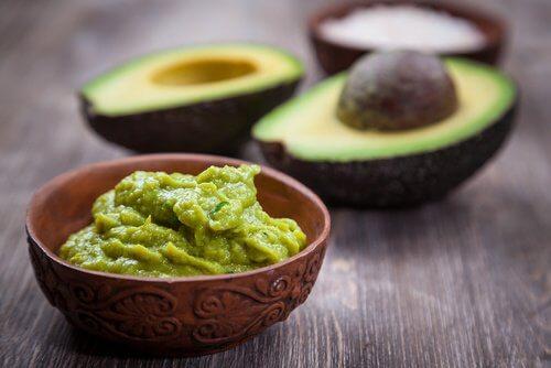 Hjemmelavet avocado, citron og yoghurt creme