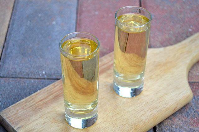 Vandfyldte poser med vodka