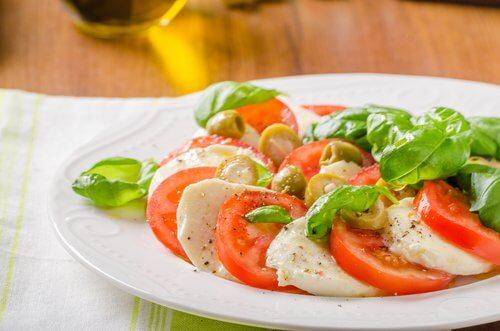 Tomat, hvidloeg og mozzarella