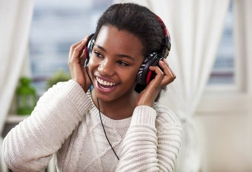 Lyt til musik