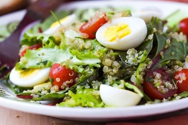 Salat, asparges, tun og haard kogt aeg