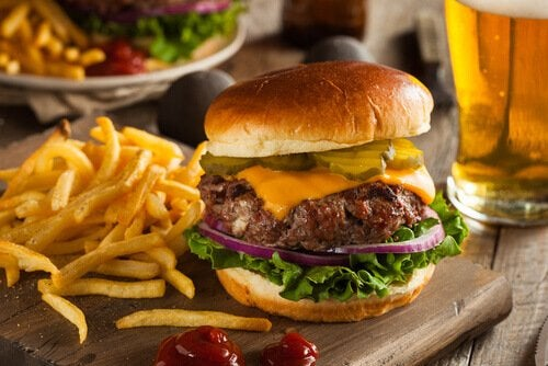 Burger og pomfritter - bekaempe soevnloeshed