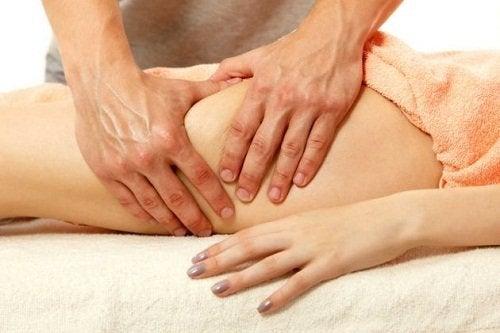 Kvinde der faar massage - om fibromyalgi