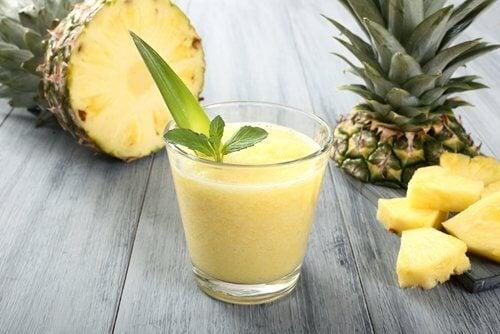 ananas og ingefaersmoothie