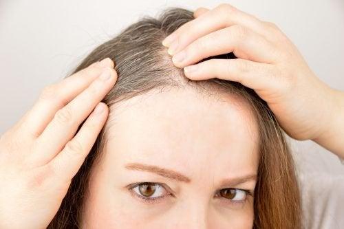 Få sundt hår med de her seks urter og krydderier