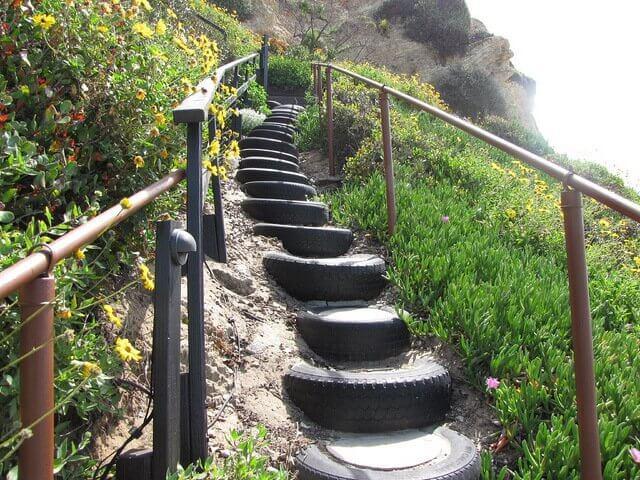 Hjemmelavet trappe ud af bildæk