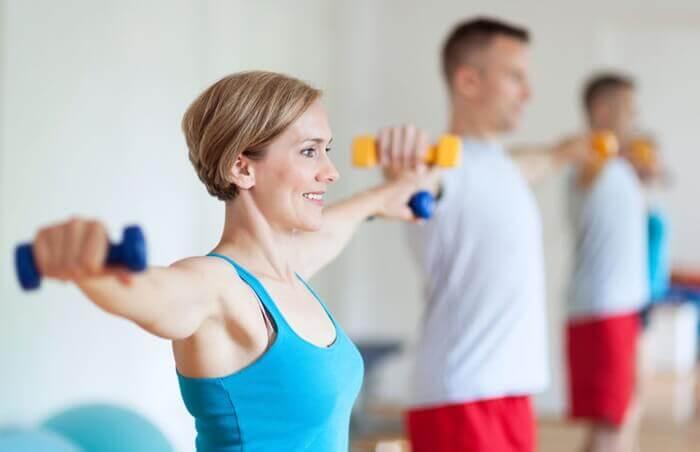 Brug håndvægte i træningen