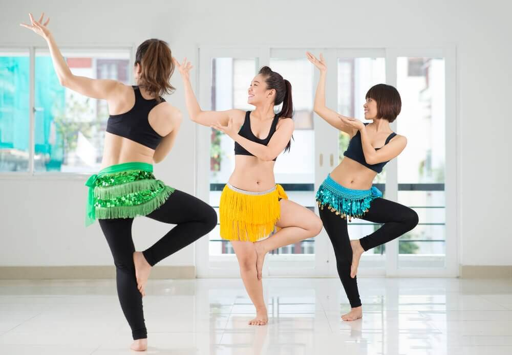 Kvinder der traener mavedans - staerk core