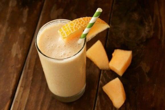 Melon smoothie til at komme af med appelsinhud