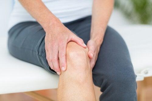 Smerter i muskler kan være tegn på problemer med skjoldbruskkirtlen