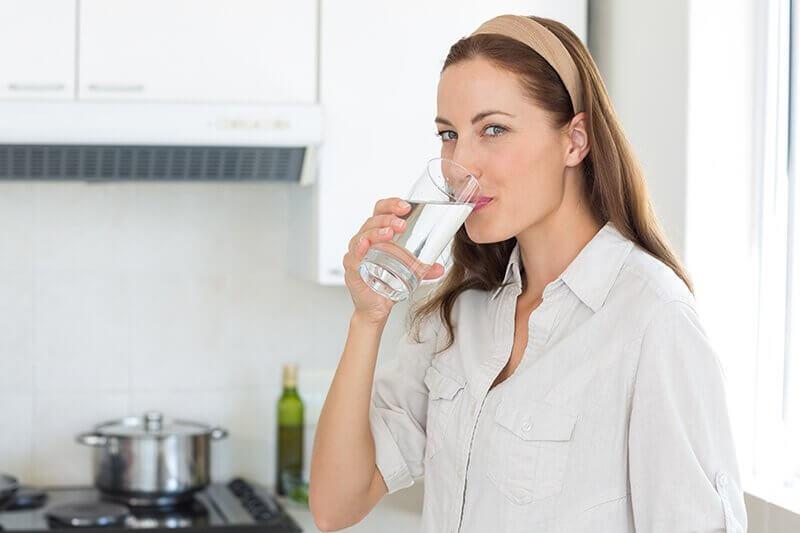 Drik vand for at komme af med nyresten