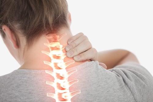 Reducer nakkesmerter med disse 4 nemme øvelser